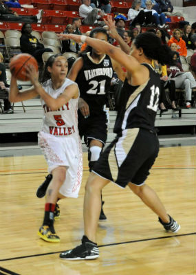 TVCC's Shannon Smith (5), shown here in action against Weatherford earlier in the tournament, was named the 2013 NJCAA National Championship Tournament MVP. (BENNY ROGERS/TVCC PHOTO)
